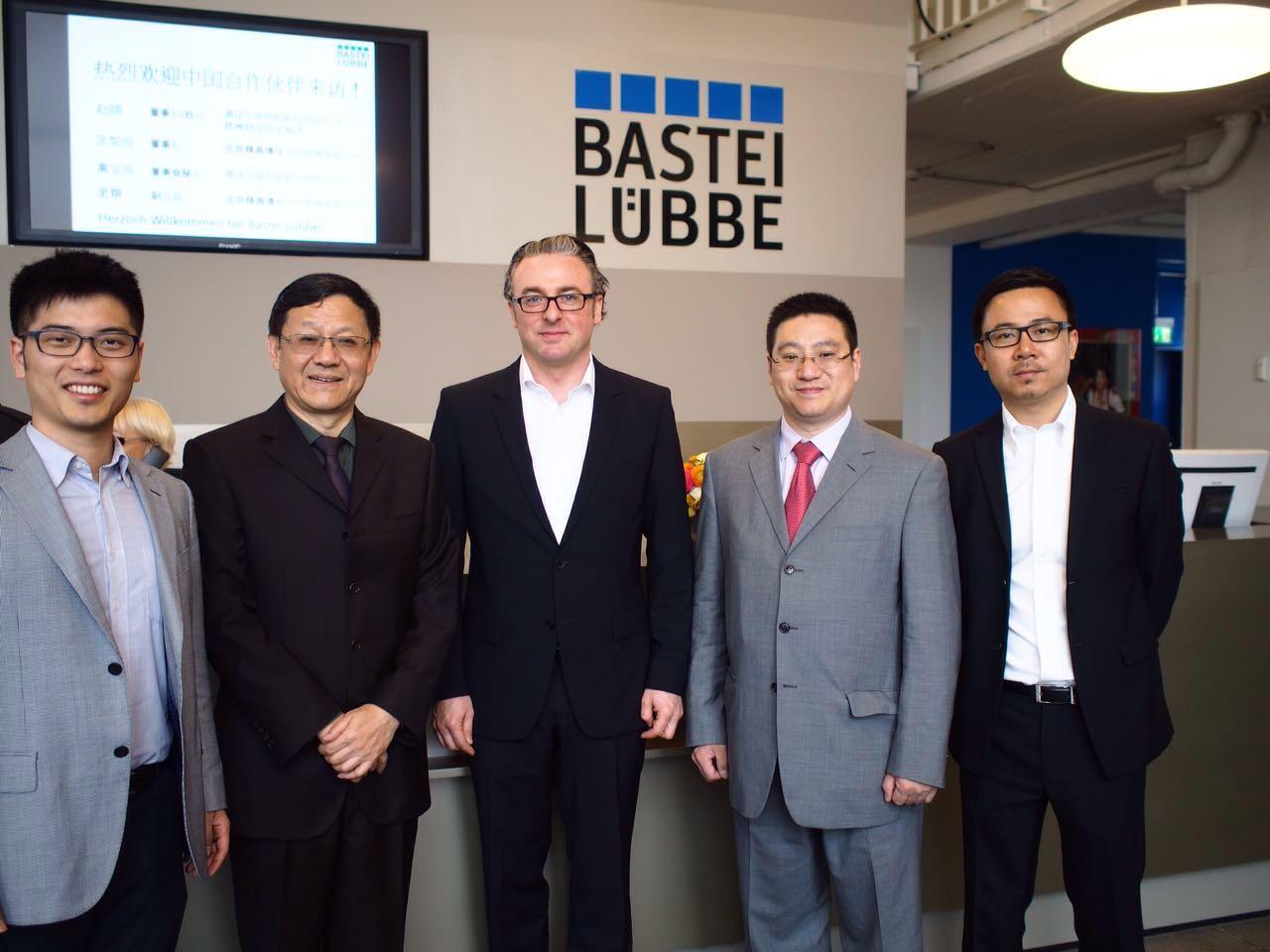 陈黎明、赵晴、史翔先生和吕贝集团投资总经理马克先生合影
